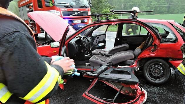 V úterý ráno zasahovali hasiči hned u tří nehod, které se staly krátce po sobě na hlavním tahu I/9 blízko obce Chotovice.