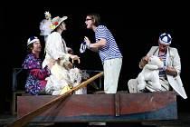 Představení Tři muži ve člunu, u kterého se bude obecenstvo na Silvestra bavit, v roce 2012 znovu nastartovalo do té doby usínající Divadelní klub Jirásek.