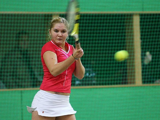 Kvalitní ženský tenis byl od pátku do pondělí k vidění v tříkurtové hale SK Matschball Česká Lípa. Bekerová vs. Kunčíková.