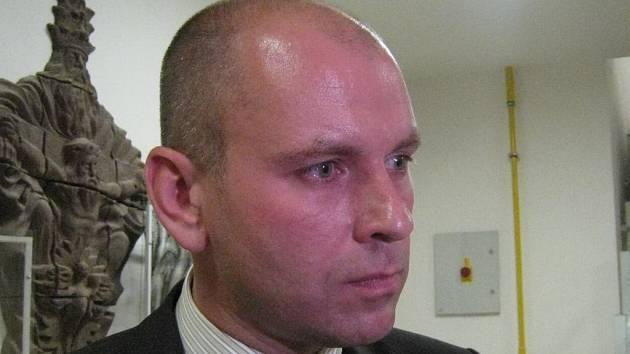 Václav Hrach bezprostředně po hlasování zastupitelů, kteří čtrnácti hlasy schválili prodej teplárny.