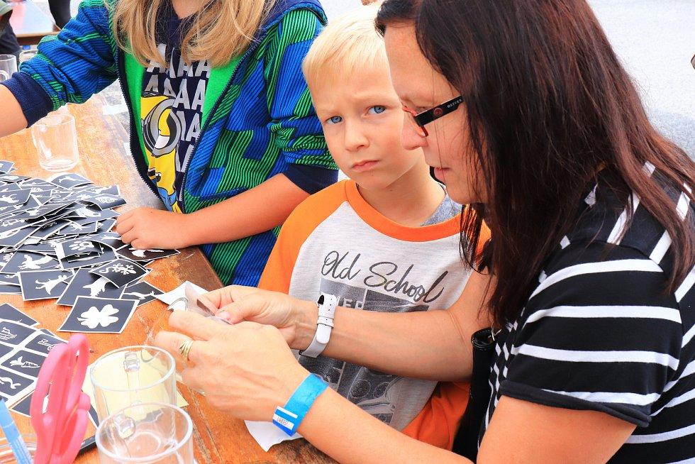 Areál sklárny Ajeto v Lindavě ožil v sobotu tradičním festivalem skla a hudby.