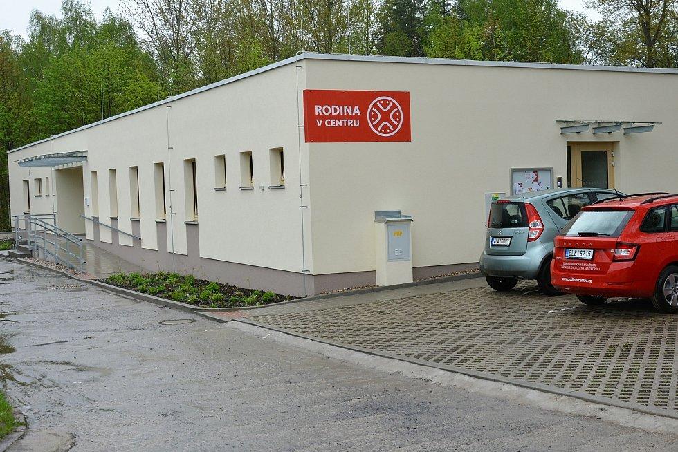 Vše v přízemním domě se zahradou na adrese Křižíkova 980 v Novém Boru září novotou. Nezisková organizace Rodina v centru právě zde dostavěla svůj vysněný Dům rodiny.