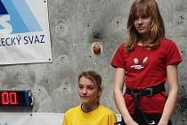 PETRA VOJÍŘOVÁ (vpravo), vystoupala na nejvyšší příčku. Vedle ní je Scheurová (Lanškroun).