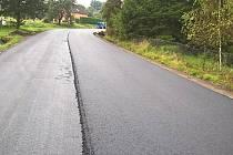 Liberecký kraj dokončil opravu vozovky krajské silnice II/262 v Horní Polici loni v říjnu. Nově zrekonstruovaný kilometrový úsek má na povrchu gumoasfalt.