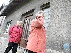 Na zahradě tohoto domu v Okružní ulici v Jablonném v Podještědí bylo nalezeno mrtvé batole.