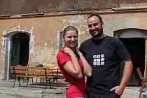 Barbora a Jakub Vondráčkovi se pustili do náročné rekonstrukce zdevastované truhlárny v Kravařích.