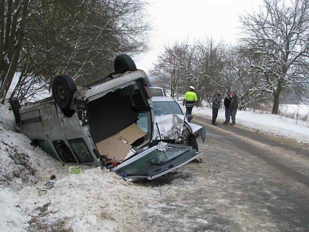 Dopravní nehoda v Českokamenické ulici nedaleko České Lípy směrem na Horní Libchavu.