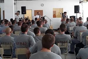 Ve čtvrtek dne 27. června uspořádal zpěvák Tomáš Klus koncert pro odsouzené z Věznice Stráž pod Ralskem.
