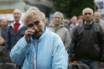 důchodci budou muset chodit pěška - ilustrační foto