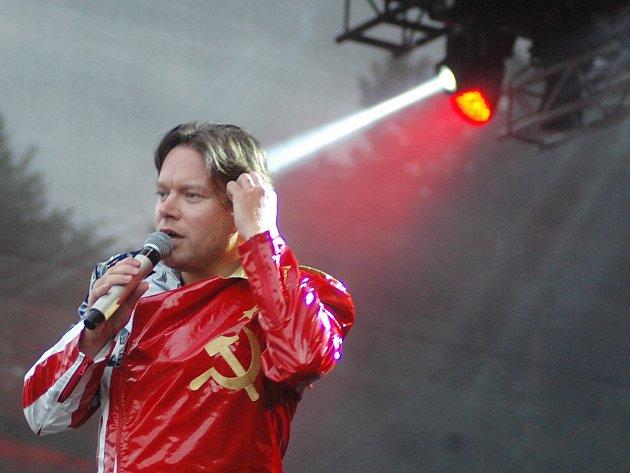 Monkey Business. Devatenáct interpretů a kapel se v pátek a v sobotu představilo na dvou pódiích pod Bezdězem.