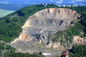 Dobývání čediče kopec Tlustec v minulosti poznamenalo. Zda se těžba obnoví, ukáže čas.