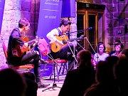 Poslední zářijový den nabídla Lípa Musica výlet do ohnivé Andalusie. V českolipském Centru textilního tisku vystoupil německý ansámbl Café del Mundo.