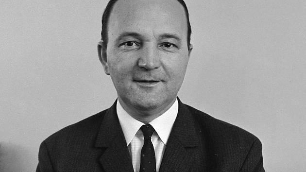 Obžalovaný Josef Grösser z doby, kdy působil jako ministr vnitra ČSR (na přelomu šedesátých a sedmdesátých let minulého století). Dnes je mu 90 let, jako důchodce žije v České Lípě.