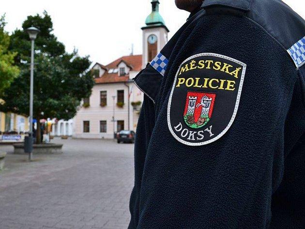 Na Městské polici v Doksech chybí strážníci. Město má v současné době jen dva.