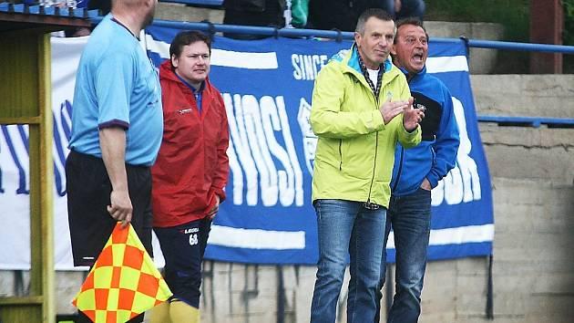 Bohuslav Najmana (uprostřed) začal trénovat českolipskou Lokomotivu po nedobrovolném odchodu z Mimoně.