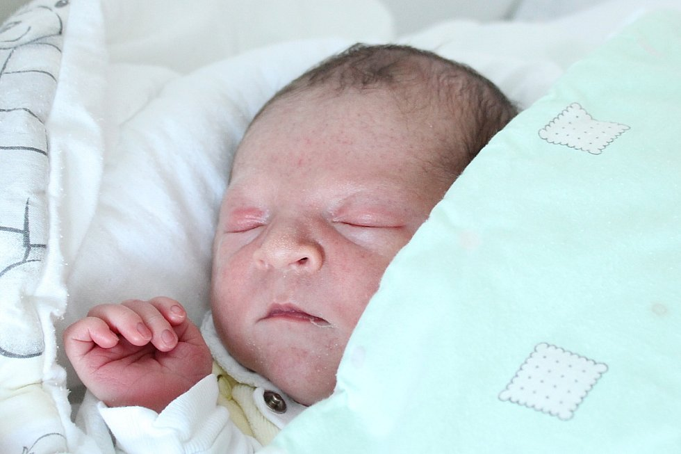Rodičům Pavlíně Luňákové a Kevinu Skočíkovi z České Lípy se ve čtvrtek 29. srpna ve 13:56 hodin narodil syn Ondřej Luňák. Měřil 50 cm a vážil 3,08 kg.