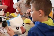 Exkurze žáků ZŠ praktická v Mimoni v zákupském Eduard Held Muzeu - muzeu výroby papírových masek a karnevalového zboží.