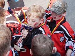 Spokojenost s druhým místem zavládla v týmu přípravky HC Predators Česká Lípa po turnaji v Kutné Hoře.