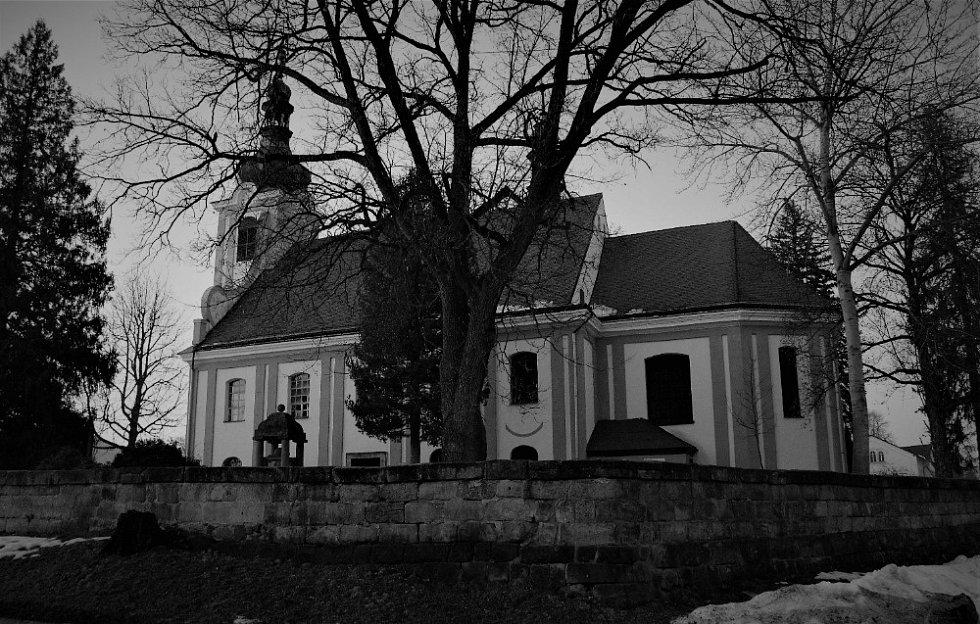 Na večer u kostela ve Skalici.