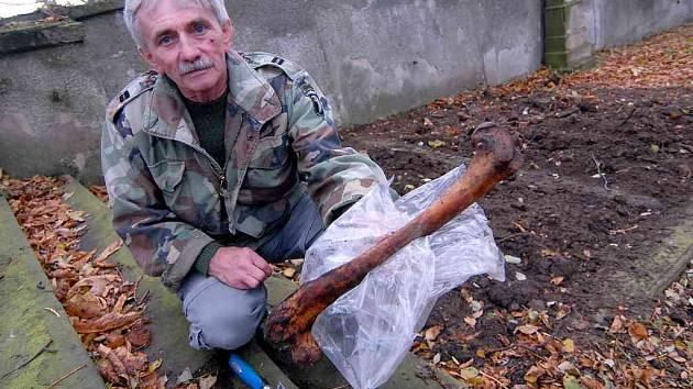 Josef Mužík na verneřickém hřbitově