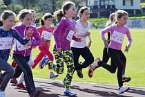 Poslední 4. kolo Ligy škol se konalo na stadionu u Ploučnice a na pořadu byl běh na 400 m v kategorii potěr a běh na 800 m u ostatních kategorií.