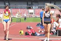 Kamila Ajšmanová (vlevo) se podělila s talentem naší výšky Magdou Malou o 9. místo.