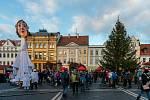 Rozsvícení vánočního stromu v České Lípě s koncertem Ewy Farne.