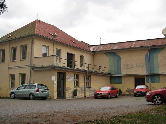 Jiráskovo divadlo - čelní pohled