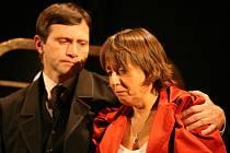 Petrolejové lampy nabídnou v hlavní roli Báru Hrzánovou. Spolu s ní se představí i Jan Hrušínský.