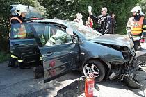 Hydraulické vyprošťovací zařízení museli hasiči použít u nehody v Horní Libchavě.