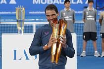 Z vítězství a unikátní trofeje od české sklářské a designérské společnosti Lasvit se tentokrát radoval španělský tenista Rafael Nadal.