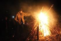 Nad Pryskem v sobotu již po páté vzplál oheň Keltského telegrafu.