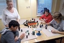 Žáci osmé a deváté třídy ze ZŠ Skalice u České Lípy navštívili sklářskou školu v Novém Boru.