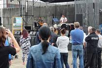 Tři vězni ze Stráže pod Ralskem tvoří skupinu Trio Band Stráž. Jejich první koncert proběhl více jak 100 kilometrů od věznice.