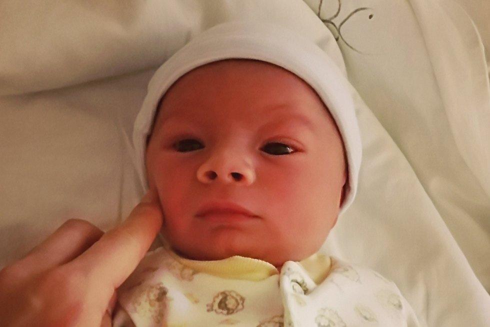 Rodičům Martině Poláškové a Michalu Lundákovi ze Stráže pod Ralskem se v sobotu 31. října v 0:04 hodin narodil syn Antonín Lundák. Měřil 48 cm a vážil 2,90 kg.