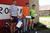 Vítězové hlavního závodu: zleva Kolařík, Podroužek a Cmunt.