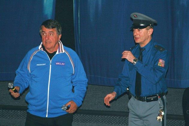 Jaroslav Bouček (vlevo) a ředitel kina Radovan Novotný