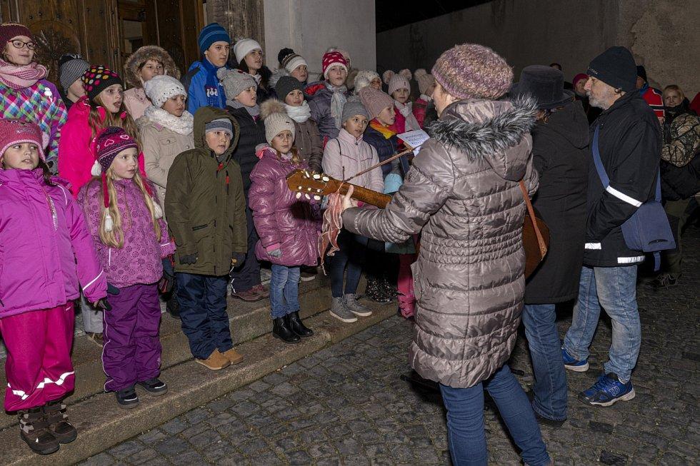 Česko zpívá koledy v Novém Boru.