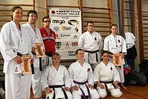 Svěřenci trenéra Pavla Znamenáčka z českolipského klubu Sport Relax získali v první kole Národního poháru JKA v Bílině pět cenných kovů.