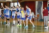 Druhá liga volejbalu mužů pokračovala dalším dvojkolem, ve kterém muži České Lípy (modré dresy) přehráli Plzeň 3:0 a 3:1.