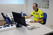 Vedoucí Dopravního inspektorátu Česká Martin Markl přednášel cizincům na téma řidičský průkaz, dopravní nehody a další.