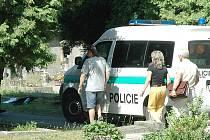 Ubodaného muže našli 23. července na hřbitově v Doksech u Máchova jezera.