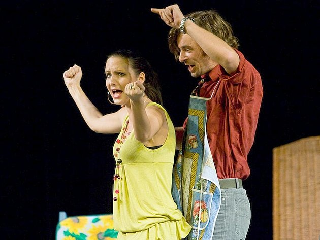 V komedii Aby bylo jasno! se divákům v českolipském Jiráskově divadle představili Jan Rosák, Dana Homolová, Veronika Nová a Otto Kallus.