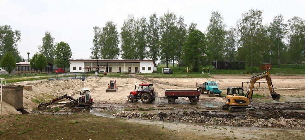 Rekonstrukce koupaliště v Jablonném v Podještědí, 2012.