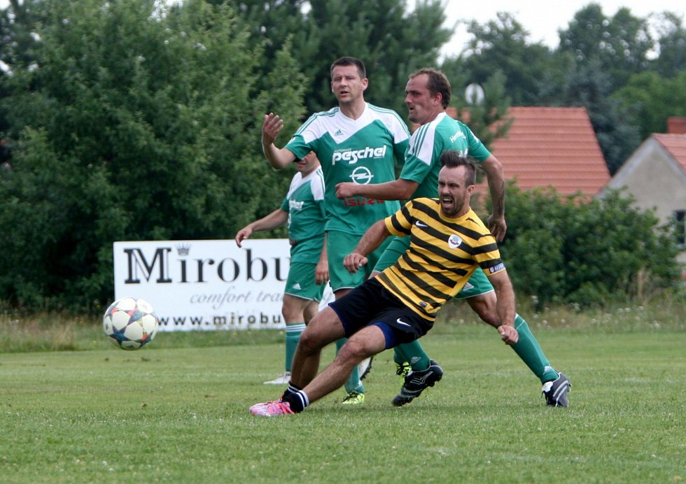 Dynamo Holany (žluto-černé dresy) vyhrálo svůj vlastní letní turnaj.