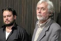 Režisér Josef Abrhám mladší a jeho otec při promítání v Novém Boru.