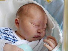 Rodičům Haně Novákové a Pavlu Tonarovi z Horní Police se v sobotu 18. listopadu v 19:17 hodin narodil syn Pavel Tonar. Měřil 51 cm a vážil 3,42 kg.