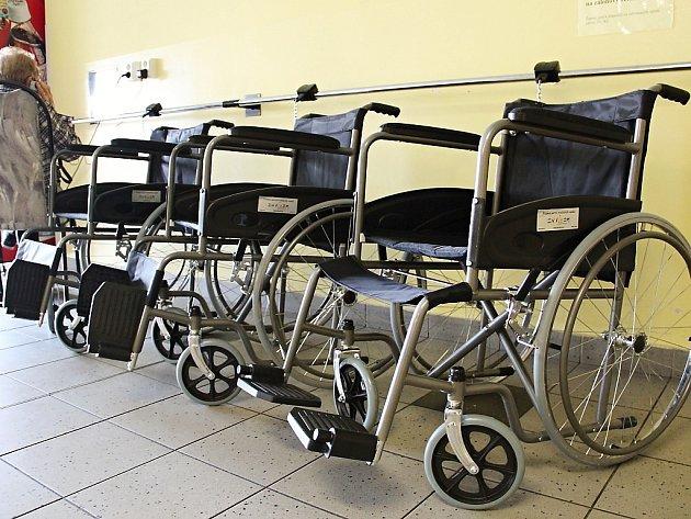 V hlavní budově nemocnice jsou k dispozici tři vozíky, na poliklinice dva.