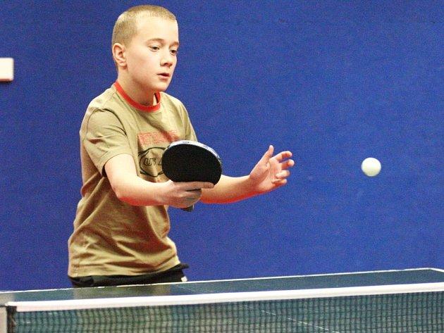 Bodovací turnaj mladšího žactva ve stolním tenise se uskutečnil vherně českolipské Lokomotivy.