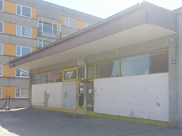 Obchod v Nových Zákupech, kde došlo v dubnu k loupežnému přepadení.